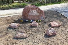 Gedenkstein ausschmücken