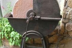 Fußbetriebener Schleifstein